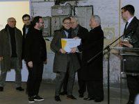 Tarlós István főpolgármester átadja a a Közlekedési Múzeum új épületének tervezésére kiírt nemzetközi pályázat győztesének járó díjat Charles Renfro építésznek, a Diller Scofidio + Renfro építésziroda képviselőjének