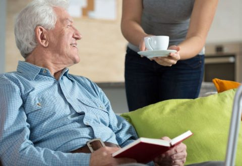 A Kőbányai Önkormányzat pályázatot hirdet ápolási támogatásra