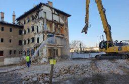 Elbontották a Gyömrői úton a régi épületet